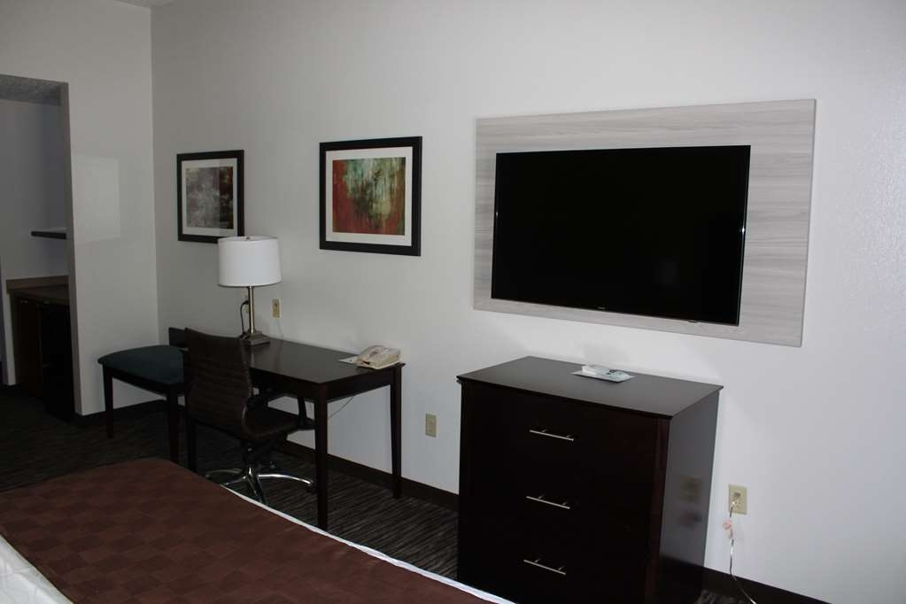 Best Western Magnolia Inn and Suites - Enjoy the amenities you desire in our Whirlpool King Room.