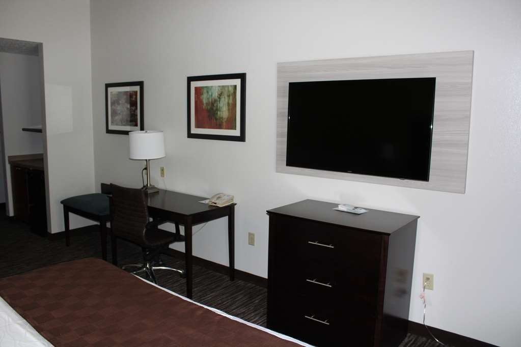 Best Western Magnolia Inn and Suites - Enjoy the amenities you desire in our Whirlpool Room.