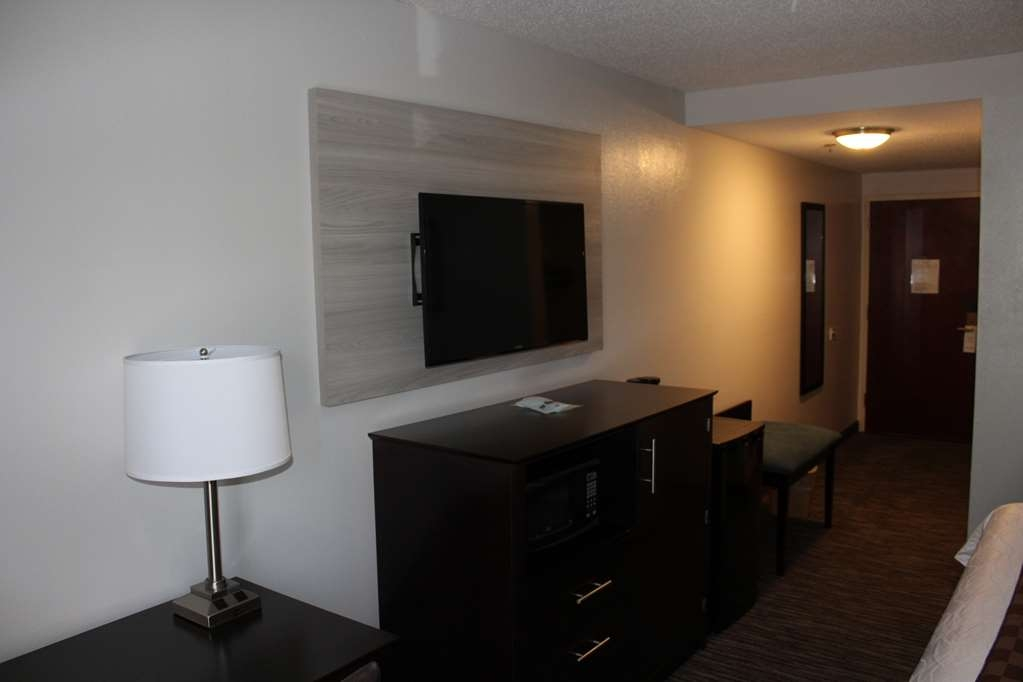 Best Western Magnolia Inn and Suites - Enjoy the flat screen TV in our King Rooms.
