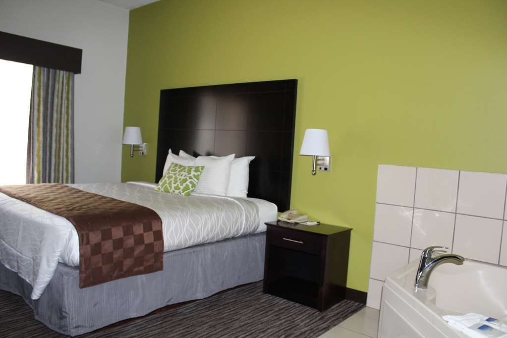 Best Western Magnolia Inn and Suites - Enjoy our Whirlpool Room!