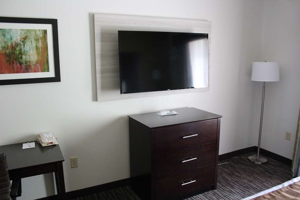 Best Western Magnolia Inn and Suites - Enjoy the 50' flat screen TV in our Whirlpool Room.