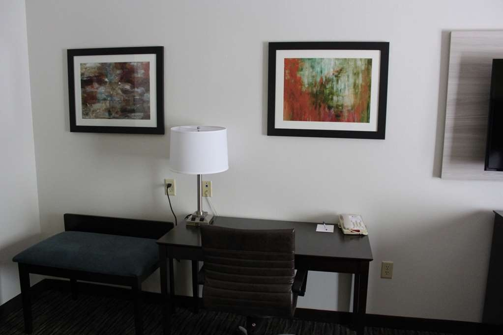Best Western Magnolia Inn and Suites - Relax and work in our Whirlpool Room.