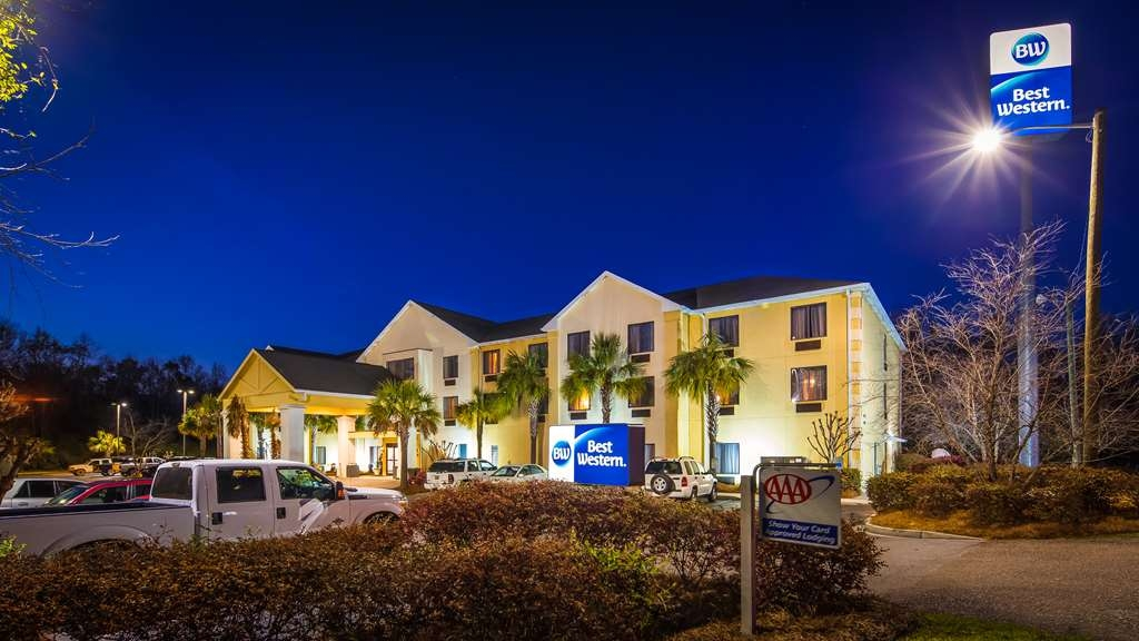 Best Western Magnolia Inn and Suites - No matter what time of year, we know you will love the Best Western Magnolia Inn & Suites.
