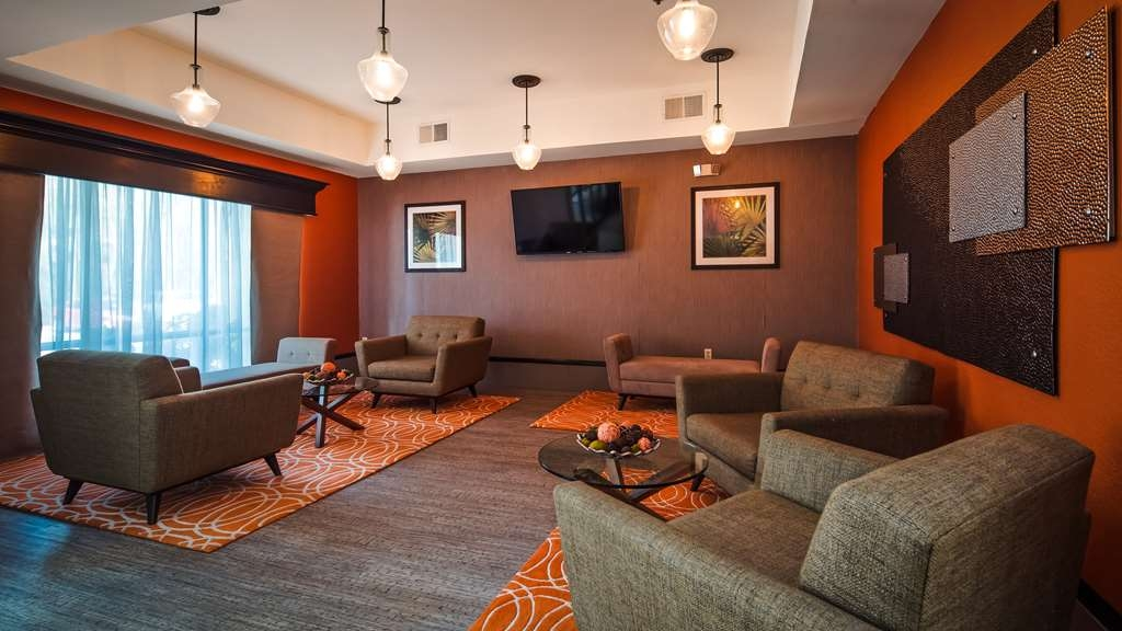 Best Western Magnolia Inn and Suites - Our lobby is the perfect spot to relax after a long day of work and travel.