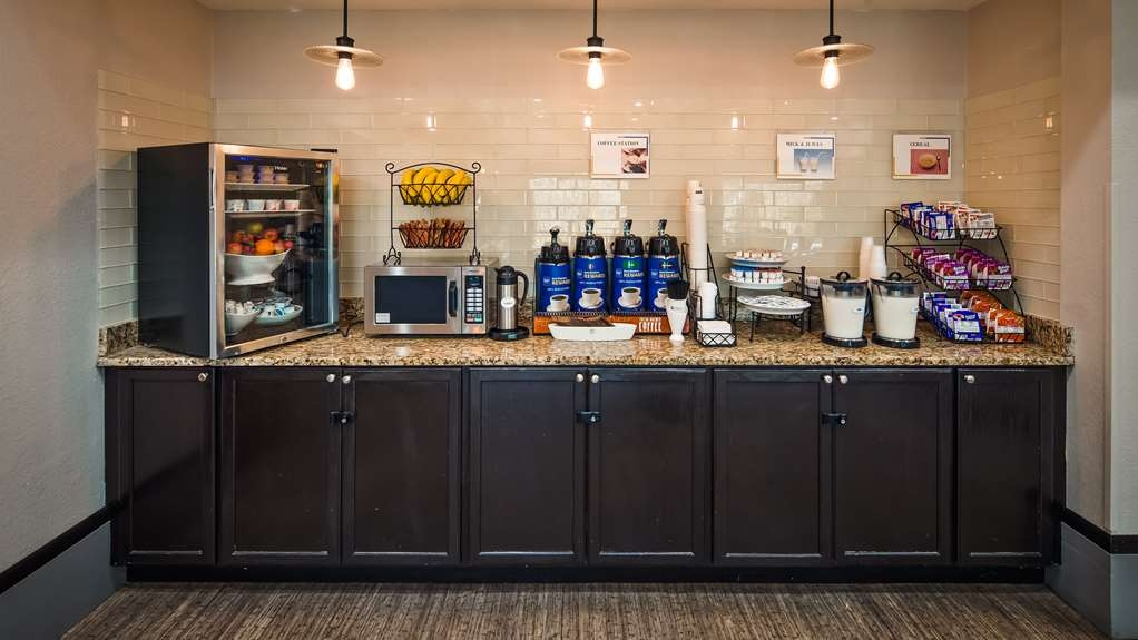 Best Western Magnolia Inn and Suites - Rise and shine with a complimentary breakfast every morning.