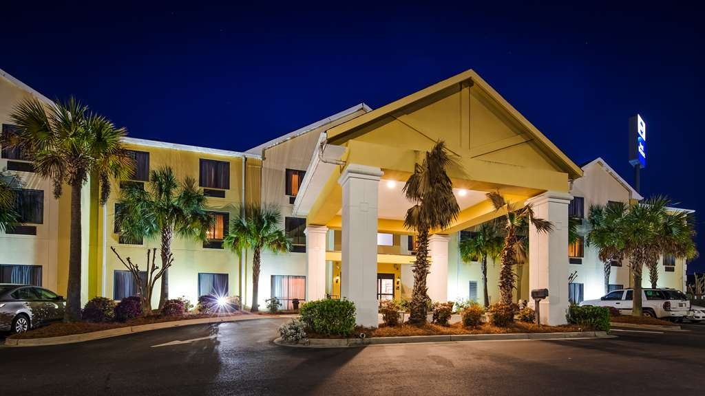 Best Western Magnolia Inn and Suites - When your travels take you to Charleston, stay at the Best Western Magnolia Inn & Suites. We love having you here!