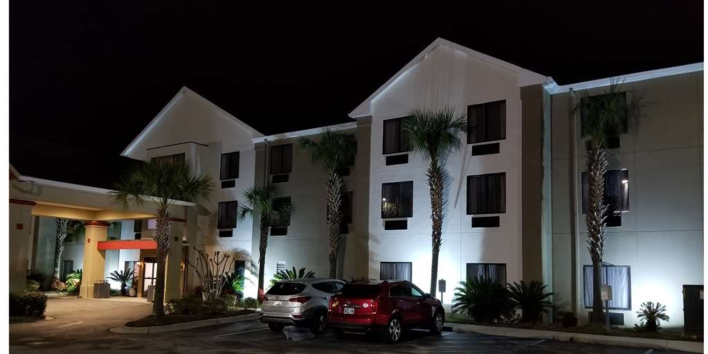 Best Western Magnolia Inn and Suites - Façade