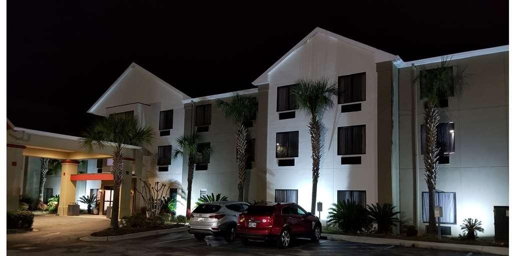 Best Western Magnolia Inn and Suites - Facciata dell'albergo