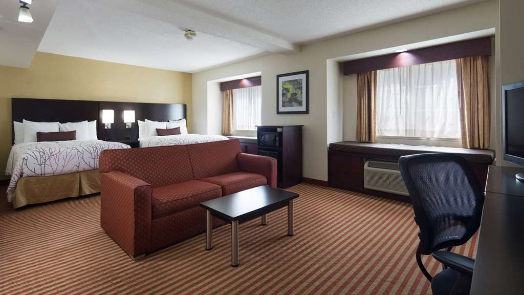 Best Western Patriots Point - Deluxe room with two queen beds