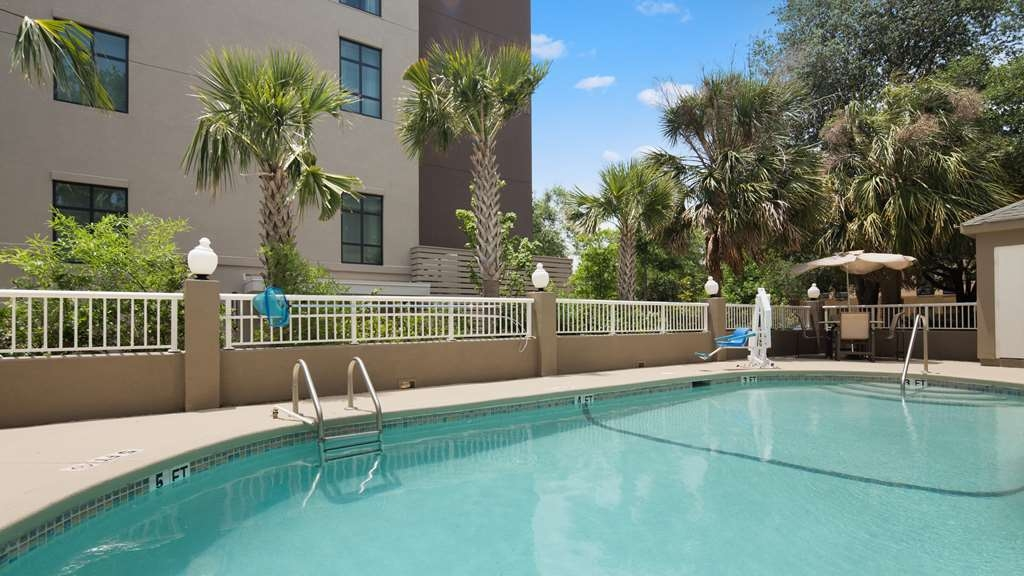 Best Western Patriots Point - Cool down with a dip in our newly renovated pool