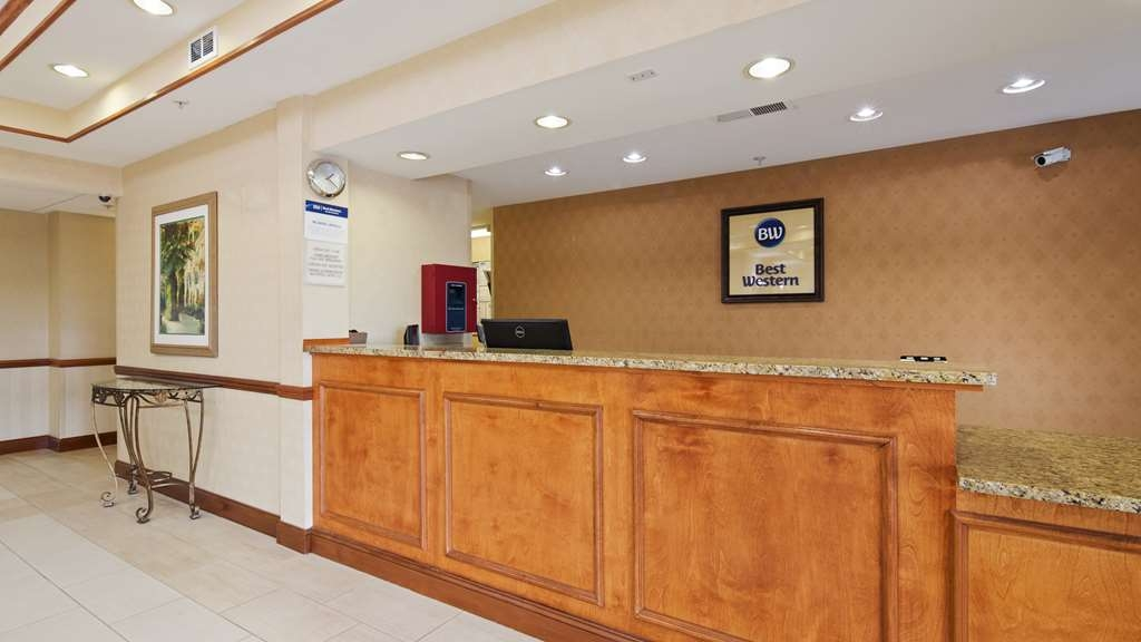 Best Western Executive Inn - Vista del vestíbulo