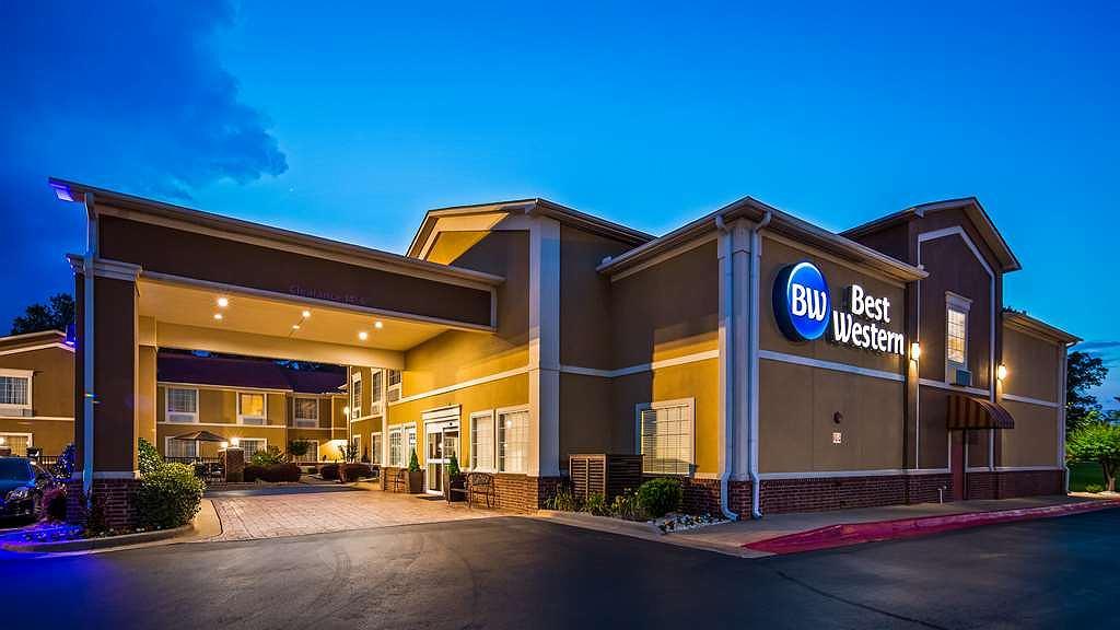 Best Western Sherwood Inn & Suites - Façade