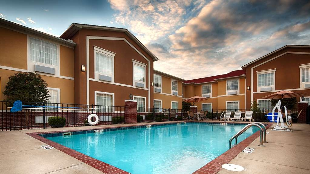 Best Western Sherwood Inn & Suites - Get some sun and have some fun in our outdoor swimming pool.