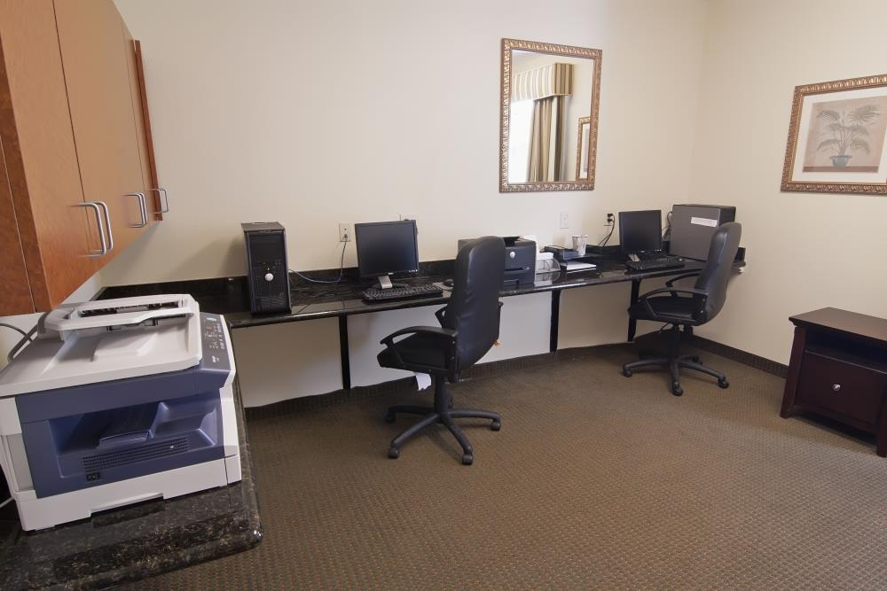Best Western Plus Airport Inn & Suites - Stay productive during your time away from home in our business center.