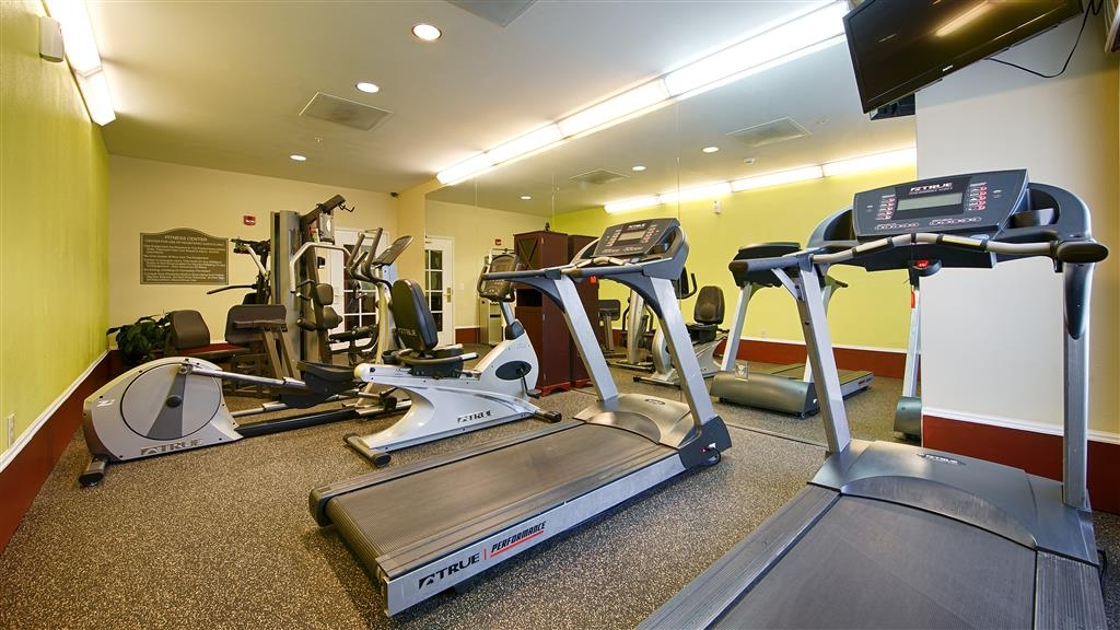 Best Western Plus Airport Inn & Suites - Re-energize with a brisk workout in our 24-hour fitness center.