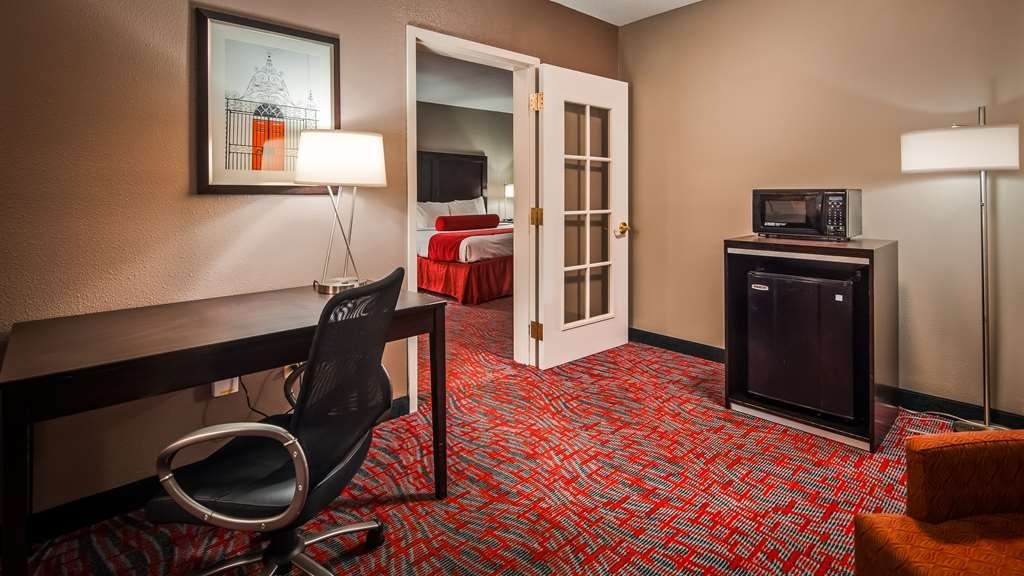 Best Western Plus Airport Inn & Suites - IMG