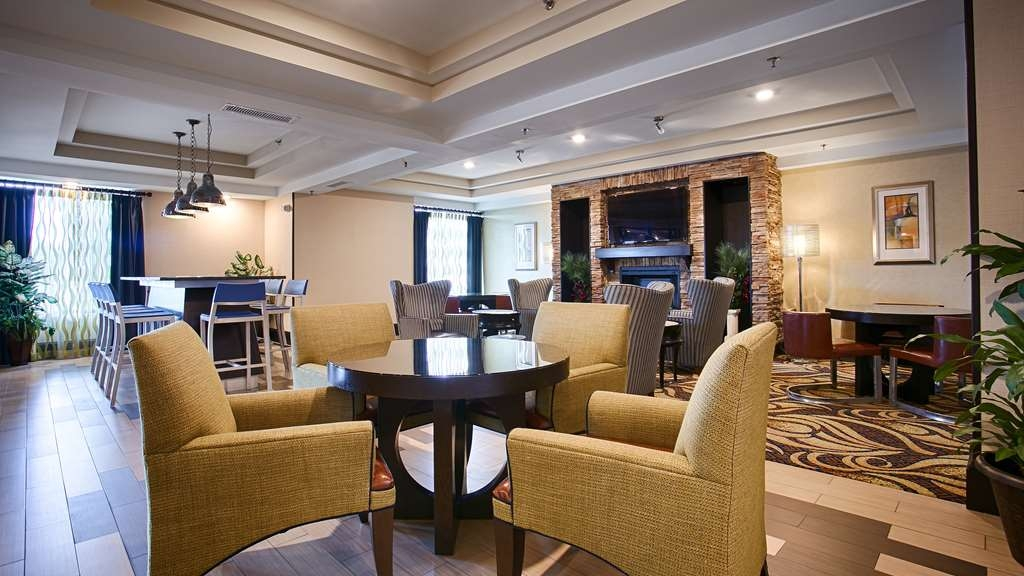 Best Western Plus Columbia North East - Enjoy our welcoming lobby offering a place to socialize with other guests or members of your party.