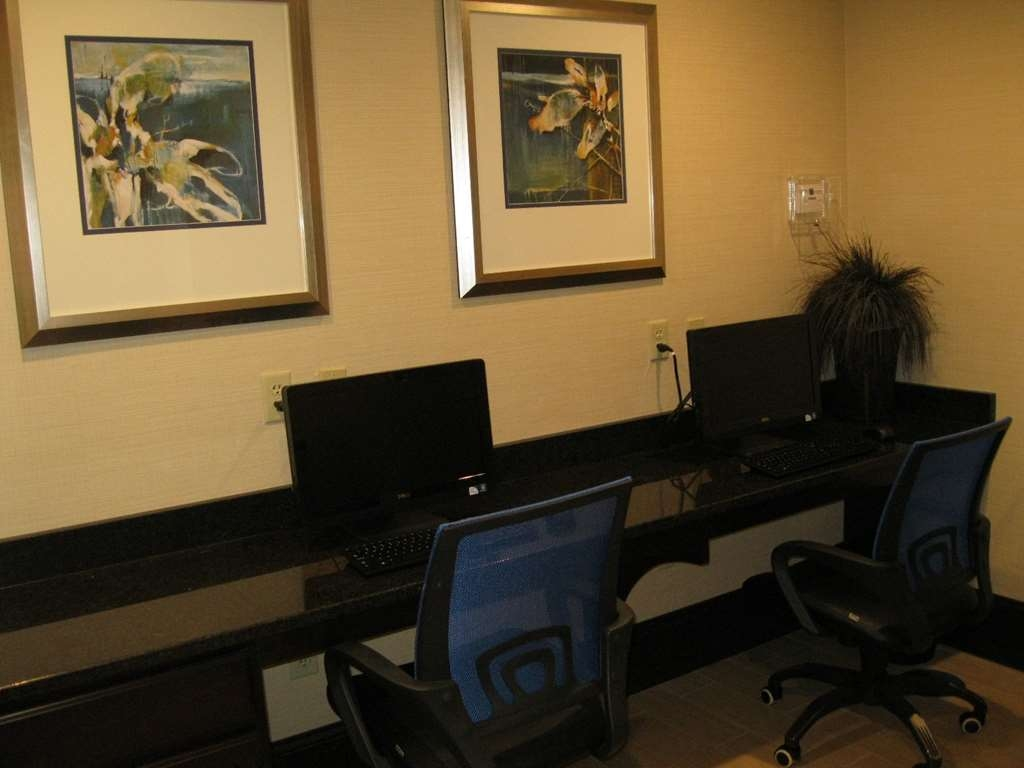 Best Western Plus Columbia North East - Business Center