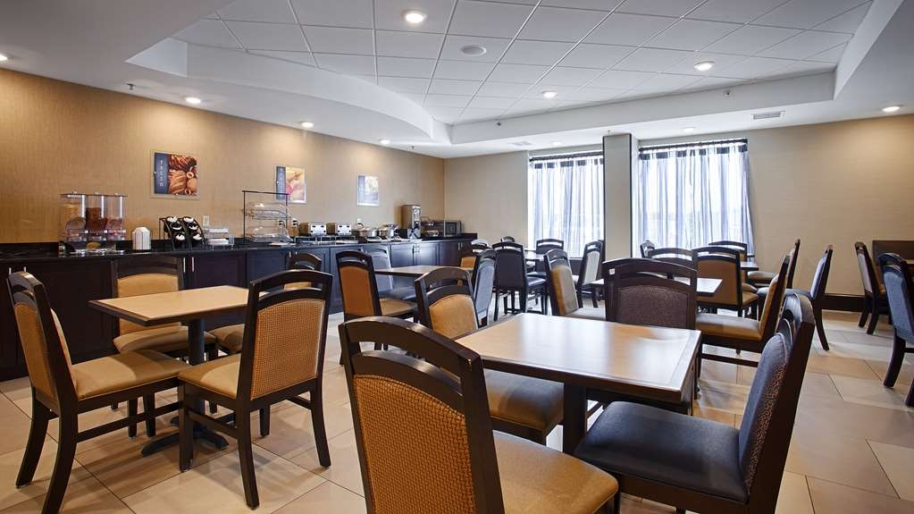 Best Western Plus Columbia North East - Sit down and enjoy the morning newspaper while sipping a delicious cup of coffee.
