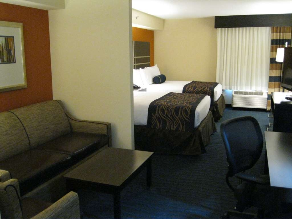 Best Western Plus Columbia North East - Our double queen executive suite includes a microwave refrigerator sofabed 37-inch LCD TV and more!