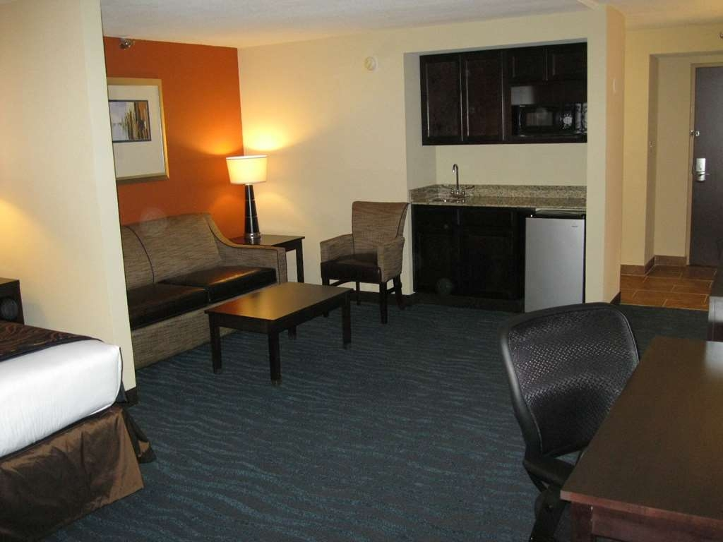 Best Western Plus Columbia North East - Our king extended suite includes a microwave refrigerator kitchenette sofabed larger living area 37-inch LCD TV and more!