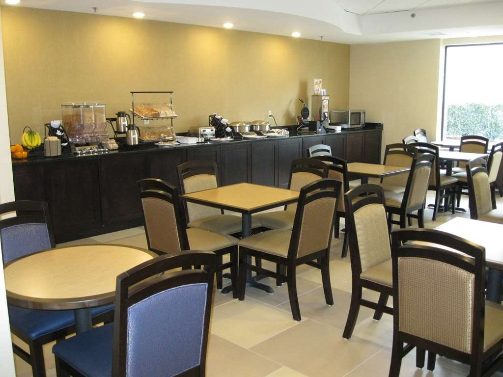 Best Western Plus Columbia North East - Breakfast Area