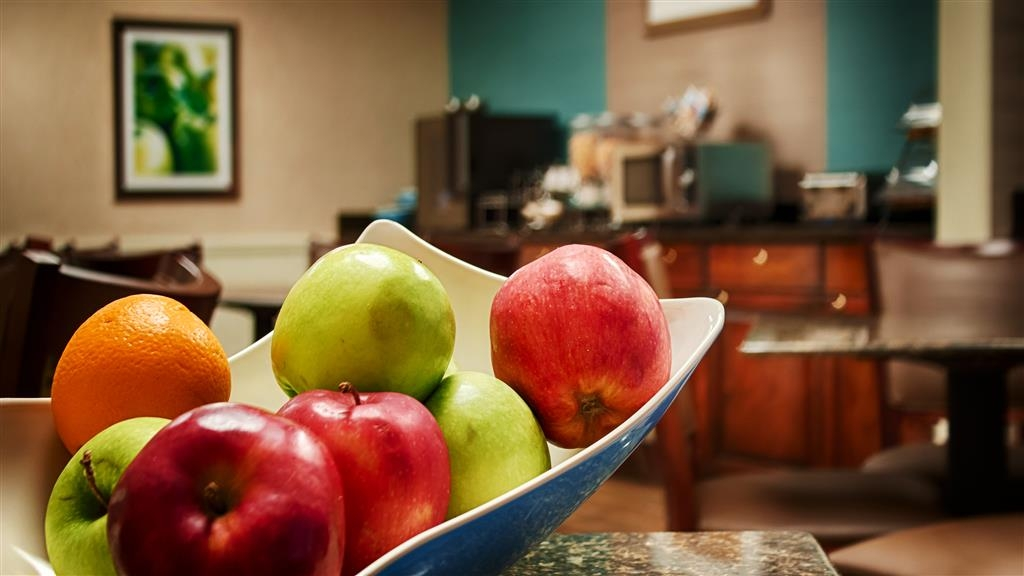 Best Western Pawleys Island - Our staff prepares a fresh breakfast to help jump start your day.