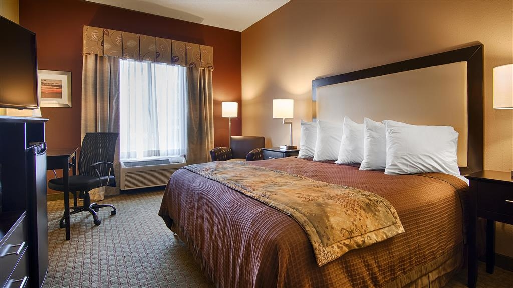 Best Western Pawleys Island - Sink into our comfortable king bed each night and wake up feeling completely refreshed.