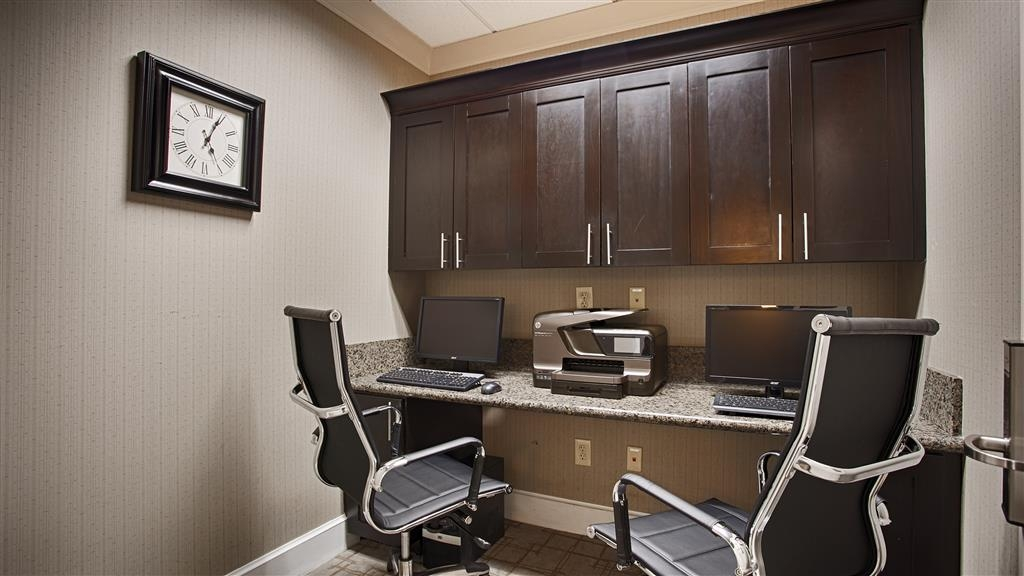 Best Western Plus Texarkana Inn & Suites - Our business center is open 24 hours for your convenience.