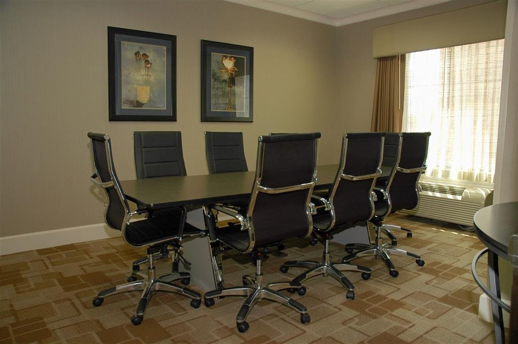 Best Western Plus Texarkana Inn & Suites - The executive board room is ideal for small business meetings, accommodating 8-10 individuals.