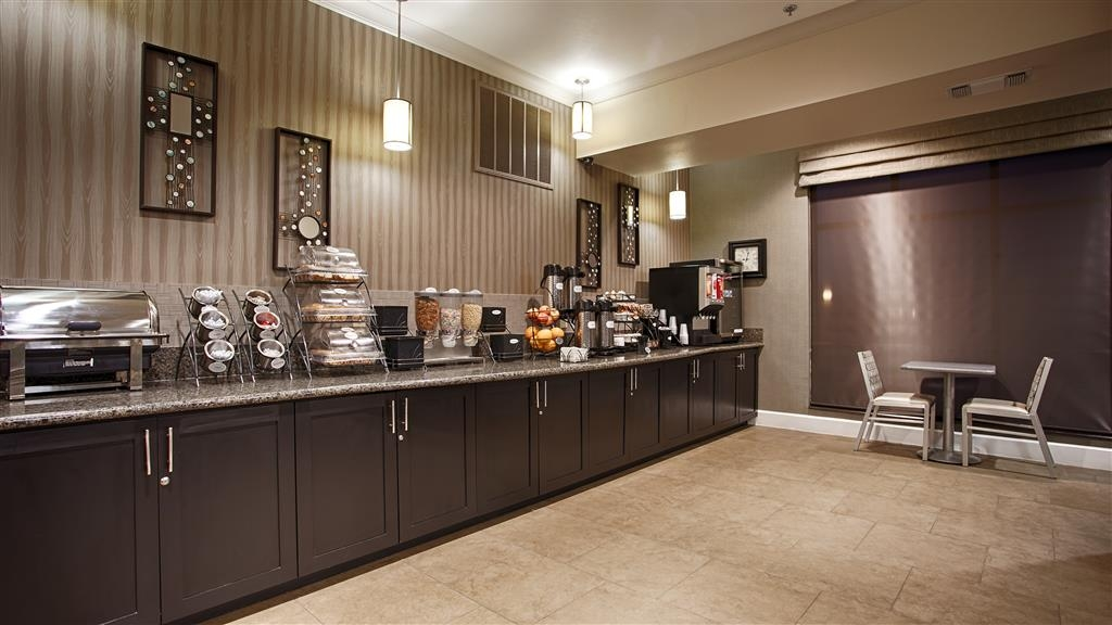 Best Western Plus Texarkana Inn & Suites - Desayuno Buffet