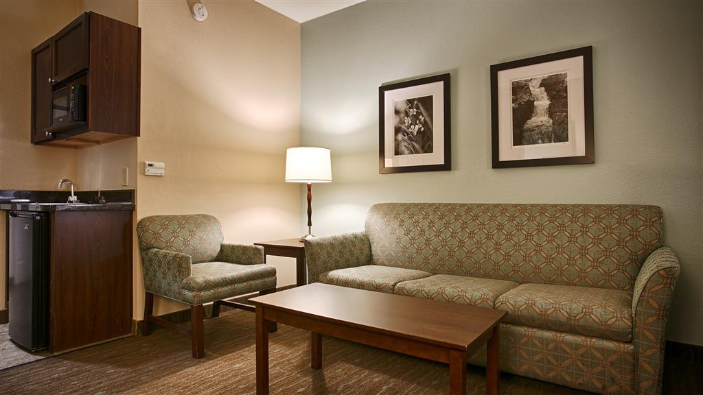 Best Western Plus Texarkana Inn & Suites - Staying awhile? Try one of our suites with a sitting area, microwave, and refrigerator.