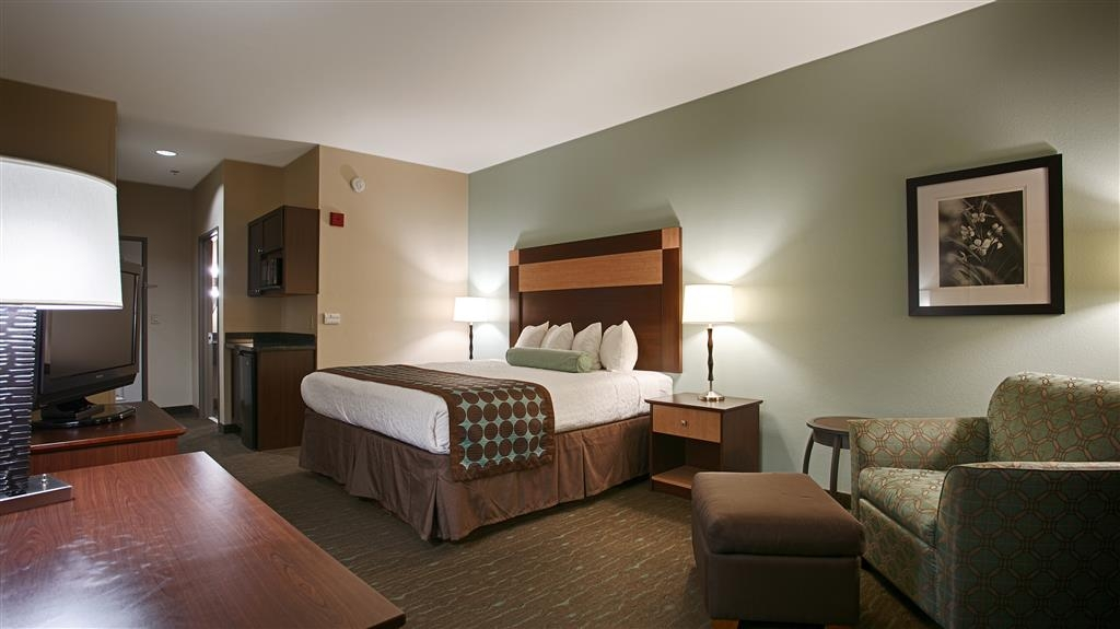 Best Western Plus Texarkana Inn & Suites - We offer a variety of king rooms from standard to mobility accessible.
