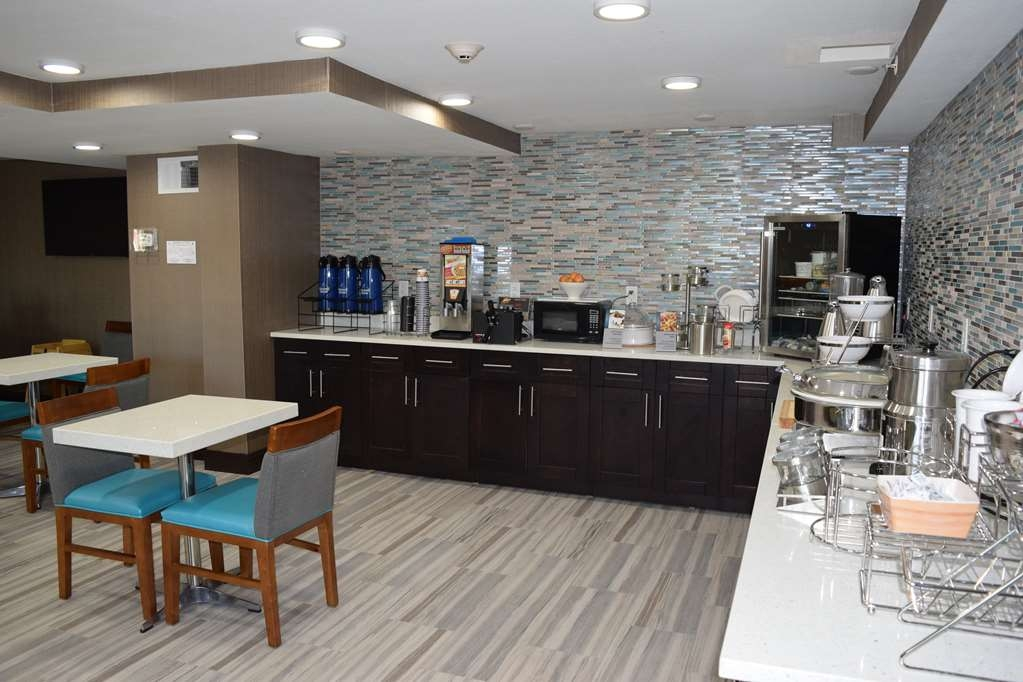 Best Western Plus Hardeeville Inn & Suites - Breakfast Area