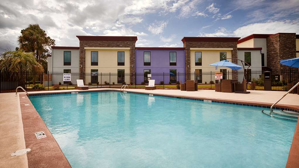Best Western Plus Hardeeville Inn & Suites - Large Beautiful Exterior Pool