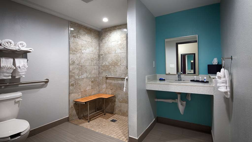 Best Western Plus Hardeeville Inn & Suites - Well Equipped Modern Style Roll-in Shower