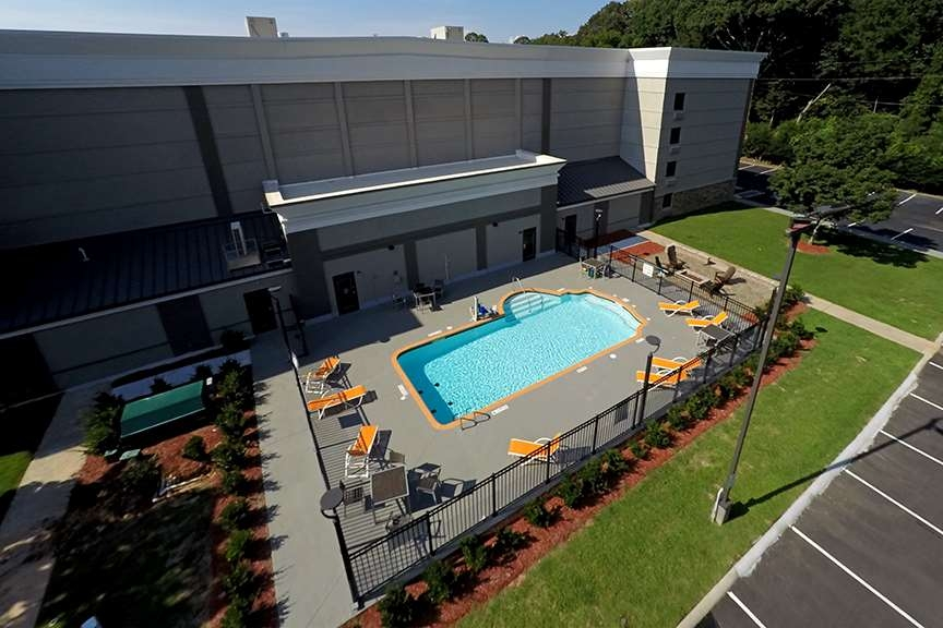 Best Western Plus University Inn & Conference Center - Vista de la piscina