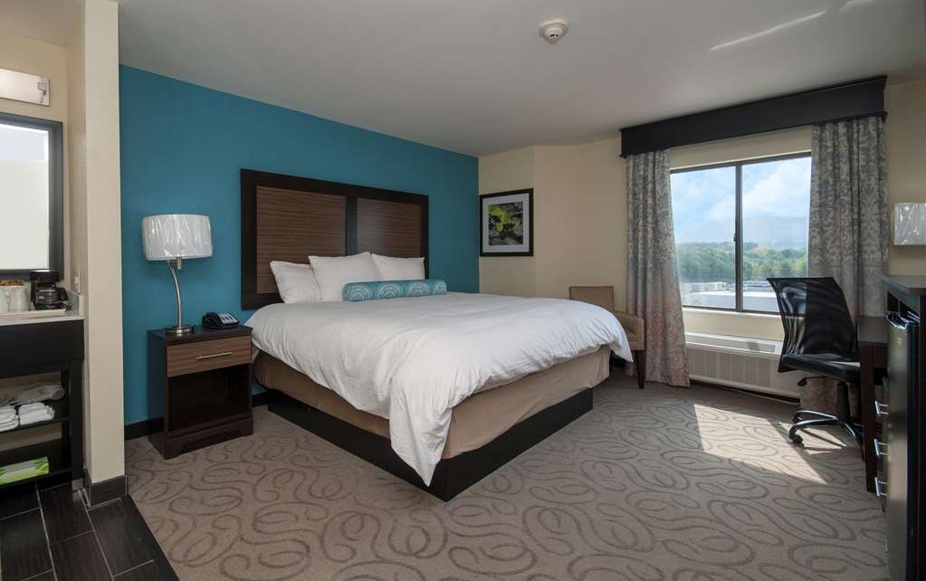 Best Western Travelers Rest/Greenville - Enjoy bedding, a polished work desk from our king guest rooms