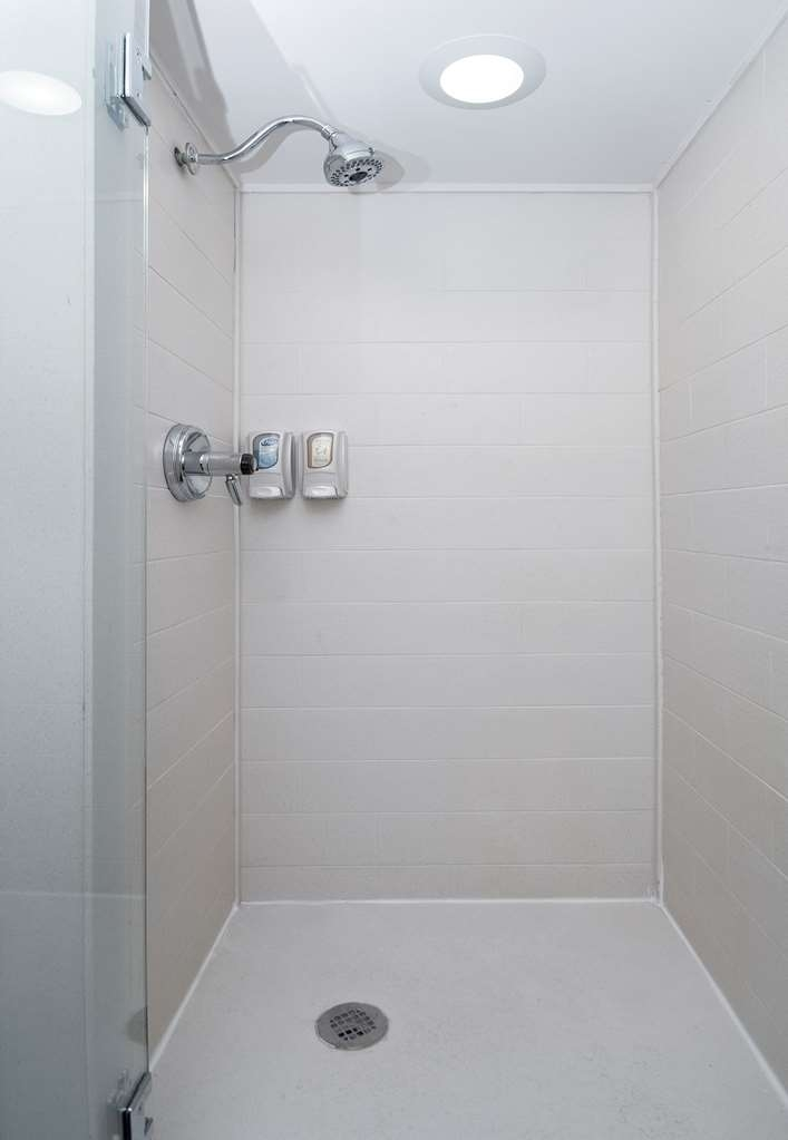 Best Western Travelers Rest/Greenville - Shower