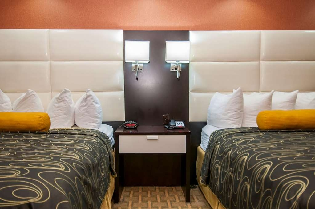 Best Western Plus JFK Inn & Suites - There is plenty of room for four guests in our two queen guest room.