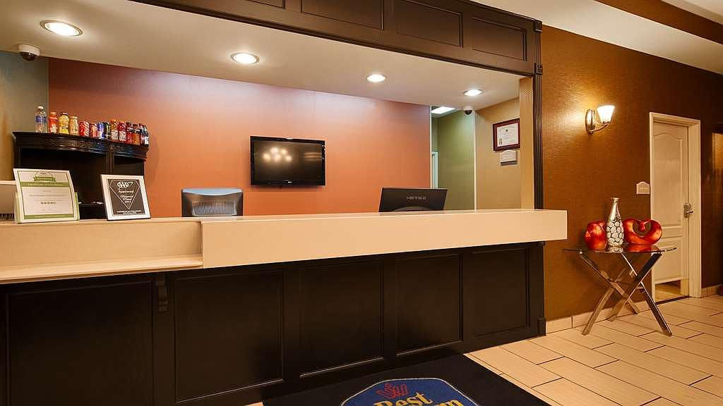 Best Western Plus Searcy Inn - Our front desk is available 24-7 to assist with your easy check in and check out.