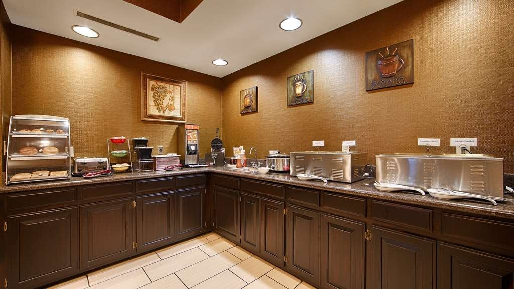 Best Western Plus Searcy Inn - Rise and shine with a complimentary breakfast every morning.