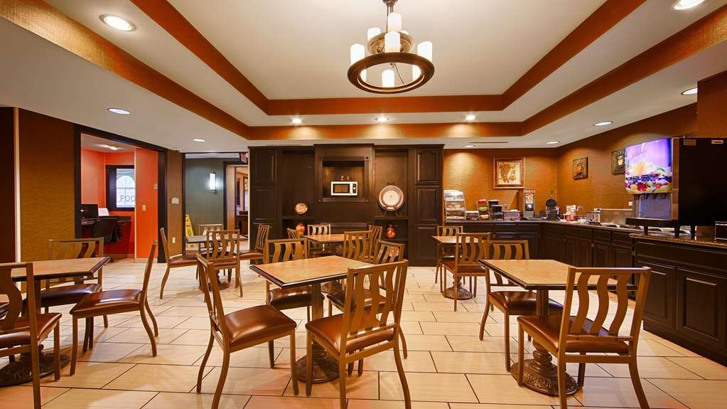 Best Western Plus Searcy Inn - Our breakfast room offers intimate dining for couples and smaller groups.