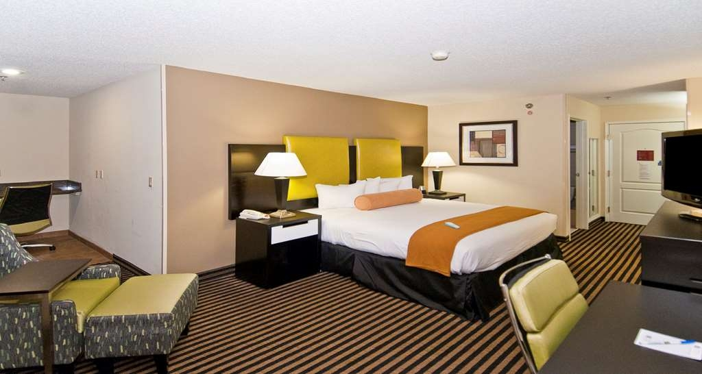 Best Western Plus Searcy Inn - Here on business? Make a reservation in our King Business room.