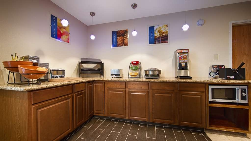 Best Western Plus Lonoke Hotel - Wake up each morning to a delicious complimentary full breakfast.