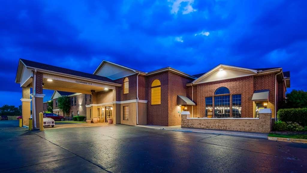 Best Western Plus Lonoke Hotel - Facciata dell'albergo