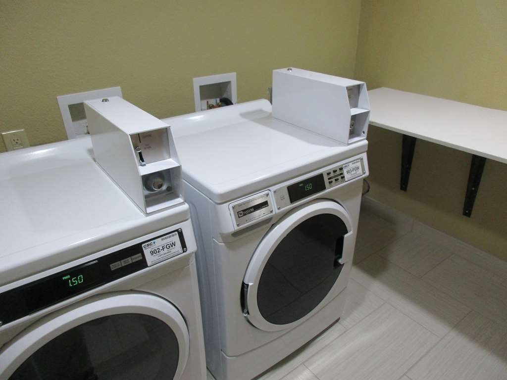 Best Western Plus Jonesboro Inn & Suites - Keep your clothes clean during your business travel at our on-site guest laundry.