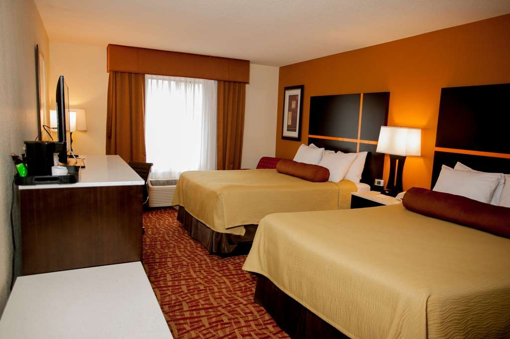 Best Western Aspen Hotel - At the end of a long day, relax in our clean, fresh 2 queen bedroom.