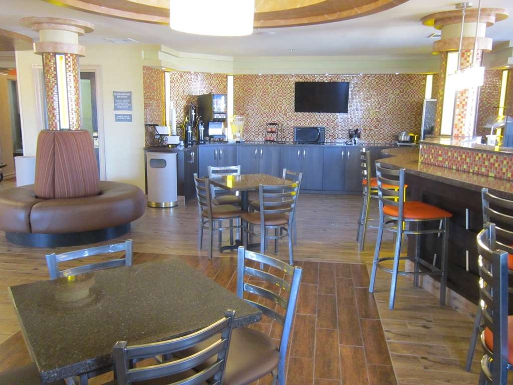 Best Western Aspen Hotel - Our breakfast room offers intimate dining for couples and smaller groups.