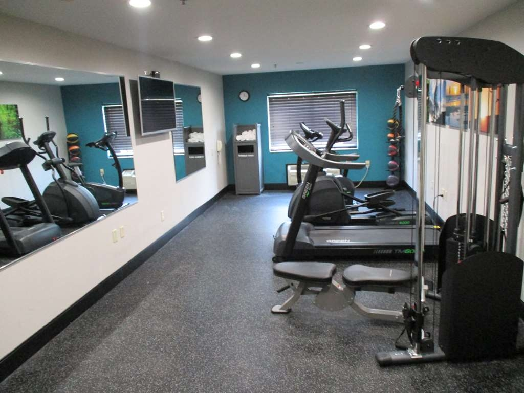 Best Western Presidential Hotel & Suites - Stay active in our fitness center with a variety of equipment.